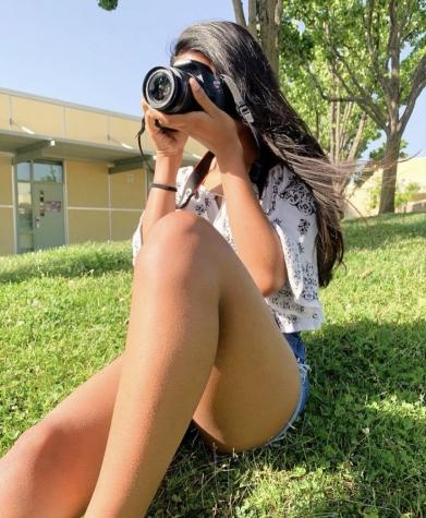 Katelyn Vengersammy taking a picture
